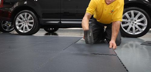 dalles pvc pour rev tement de sol garage atelier industrie. Black Bedroom Furniture Sets. Home Design Ideas